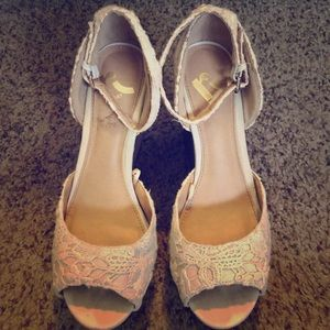 Report wedges size 6.5 in good condition!
